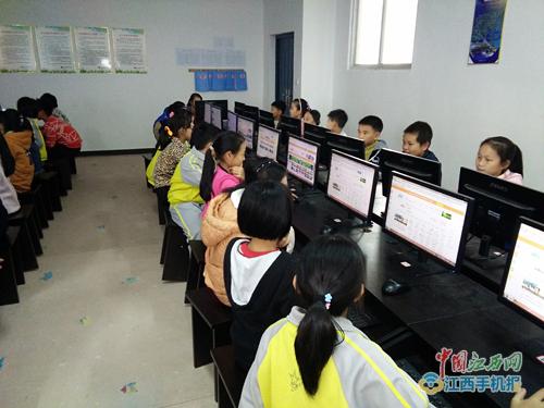 信丰县第九小学推进教育信息化工作