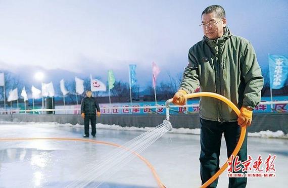 山里娃学滑冰 延庆太平庄中心小学开滑冰课