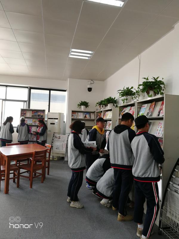 武汉西藏中学图书馆