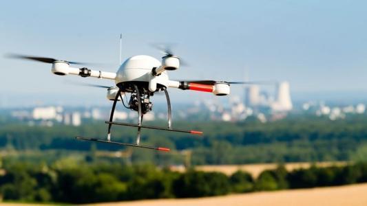 海军研究生学校工程实验室同时飞行50架无人机