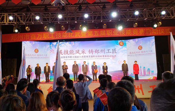 达人视界职业培训学校柯顺老师获得郑州眼镜竞赛第一名
