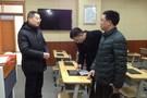 成都市成华区教育局电教馆调研学校装备情况