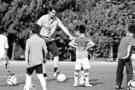 杭州:中小学流行聘请足球外教