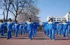 地球都要流浪了,中国学生依旧没能穿上好看的校服