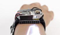 带投影仪的智能手表,能把皮肤变成触摸屏