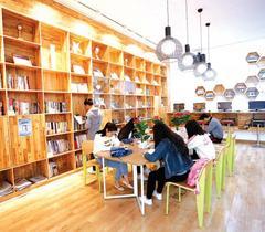 贵州师范大学共享图书室受师生热捧