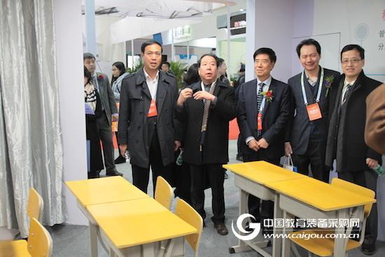 王富会长:教育设备研发需要制定标准